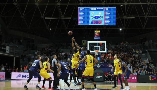 Duel entre FC Barcelona i MoraBanc Andorra al Poliesportiu d'Andorra.