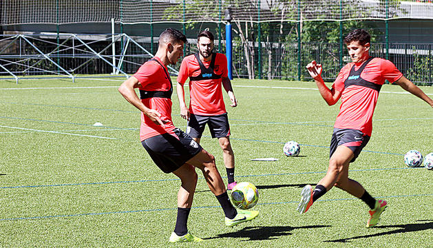 Miguel Loureiro, DavidBallarín i Rubén Bover durant l'entrenament d'ahir a Prada de Moles.
