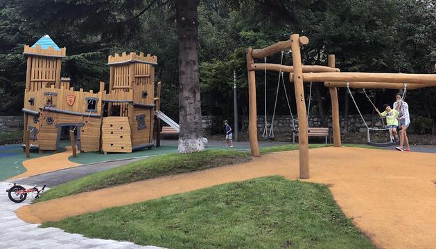 El parc infantil davant la plaça Sant Miquel