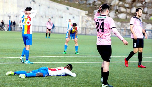 Duel de l'FC Andorra a Prada de Moles.