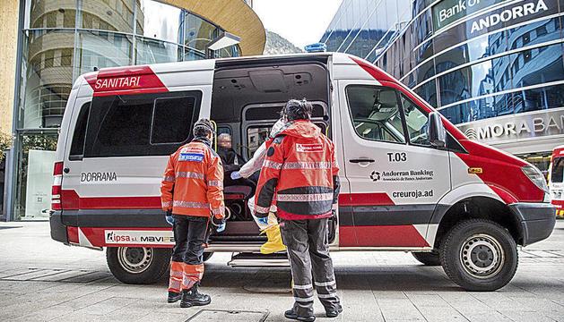 La Creu Roja va participar en el trasllat de padrins de residències a hotels en el confinament.