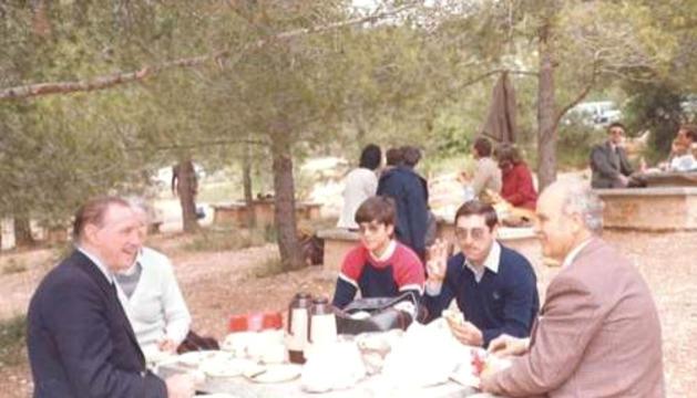 El mestre Xavier Plana, a la dreta, un any abans de la mort.