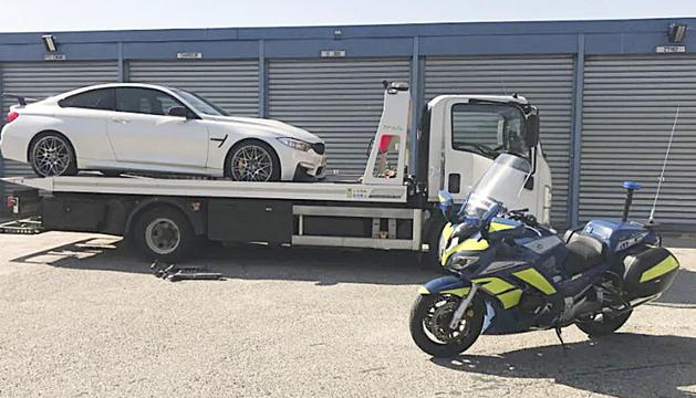 El vehicle després de ser interceptat per l'autoritat.