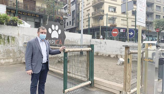 El cònsol major, Josep Majoral, presentant la campanya de sensibilització, ahir.