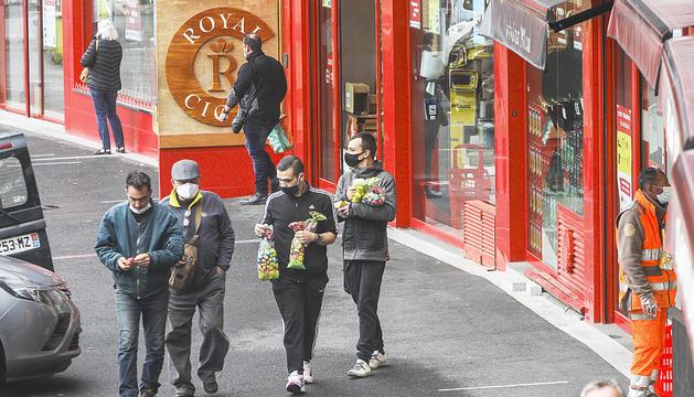 Turistes al Pas de la Casa.