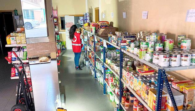 La botiga solidària d'aliments i productes de la Creu Roja.