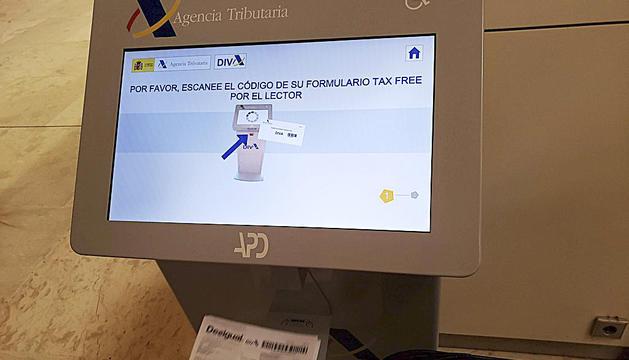 La màquina instal·lada a la duana de la Farga de Moles facilita el retorn de l'IVA amb el sistema DIVA.