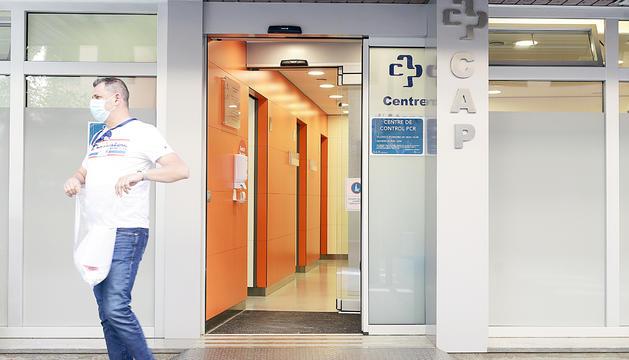 Els metges ja cobren les visites telemàtiques.