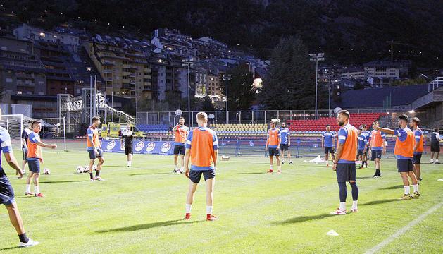 L'equip colomenc va realitzar ahir la darrera sessió d'entrenament al Comunal prèvia al partit contra l'Iskra.