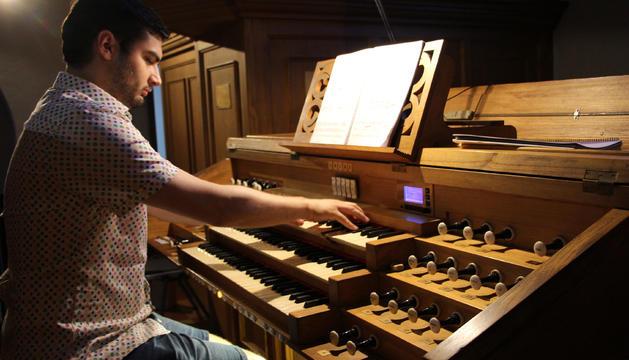 L'organista Aaron Ribas
