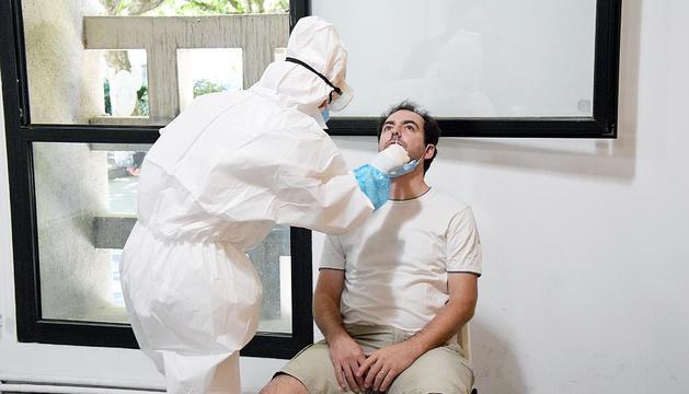 La Seu va començar ahir a fer proves de coronavirus als treballadors de bars i locals.