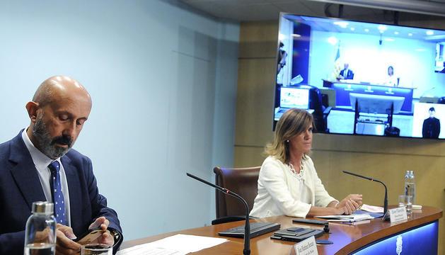 Els ministres Joan Martínez Benazet i Ester Vilarrubla en la compareixença d'aquesta tarda.