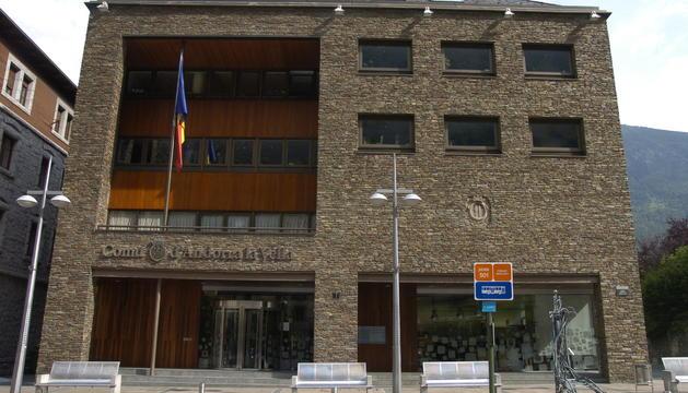La façana del comú de la capital