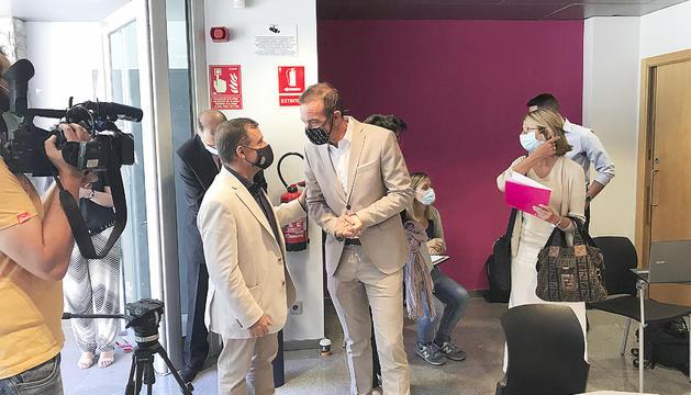 El cònsol major,Josep Majoral, amb el ministre d'Ordenament Territorial,Jordi Torres.