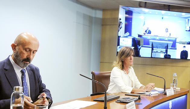 Els ministres Joan Martínez Benazet i Ester Vilarrubla, en la compareixença d'ahir a la tarda.