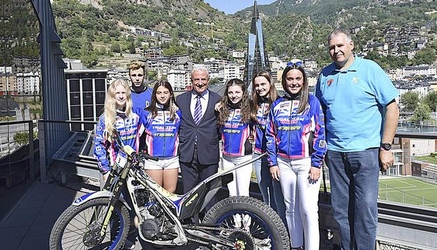 Pi, Cabanes, Puntí i les integrants de l'equip femení de trial, ahir.