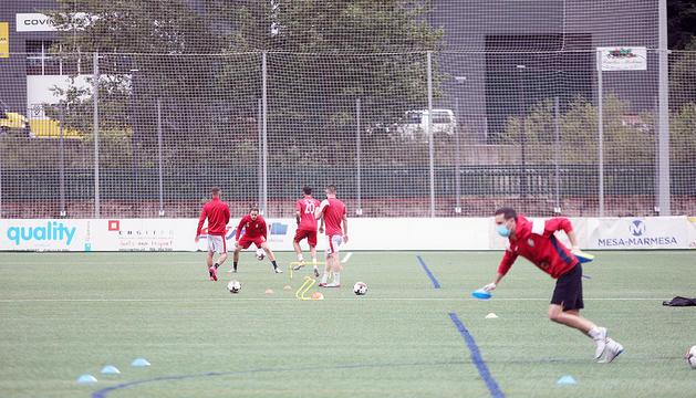 Imatge d'un entrenament de la selecció andorrana de futbol als camps de la Borda Mateu.