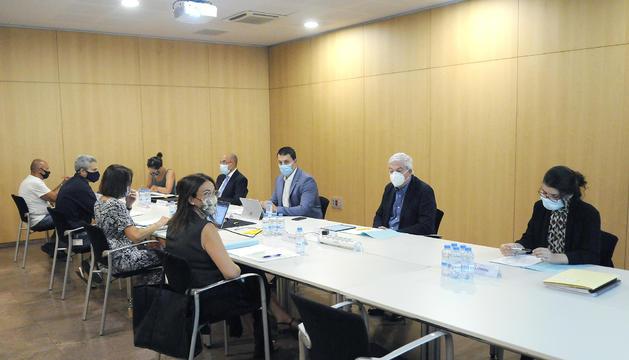 El president de la CEA, Gerard Cadena, durant la reunió del CES