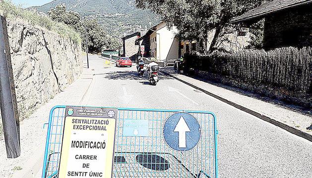 La tanca ubicada al carrer Sant Andreu col·locada pel comú d'Andorra la Vella.