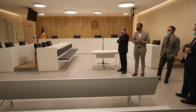Espot visita la nova seu de la Justícia