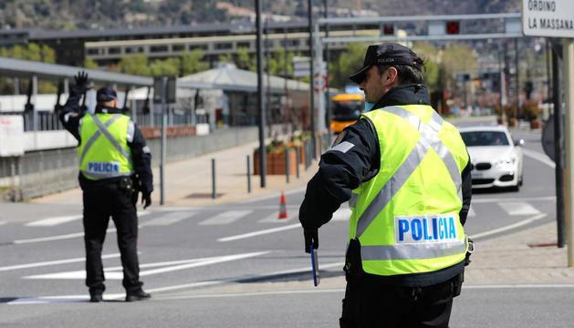 Agents de policia a l'avinguda Tarragona.