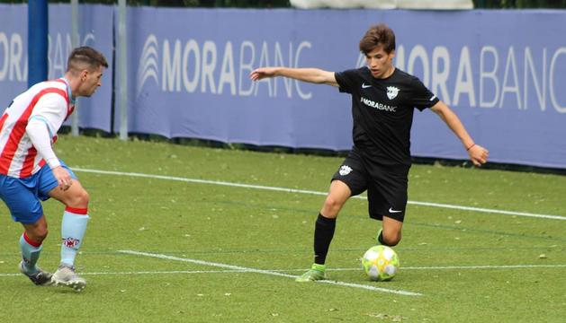 Sergi Serrano, un dels nous fitxatges, durant el partit de dissabte passat a Prada de Moles.