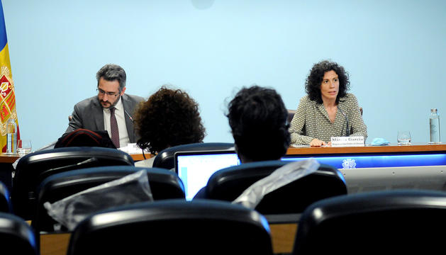 Eric Jover i l'epidemiòloga Mireia Garcia, ahir durant la compareixença informativa.