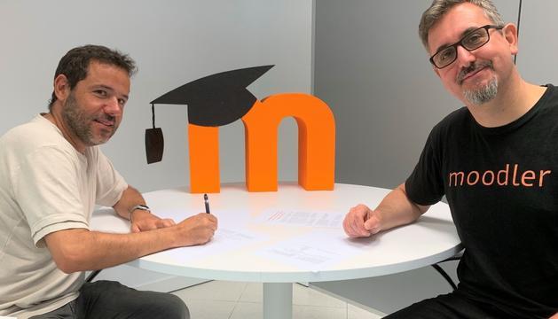 El director del bàtxelor Lluís Vicent amb el fundador de Moodle, Martin Dougiamas