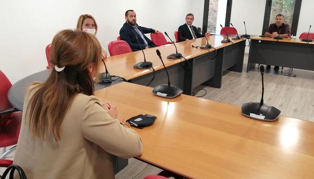 La trobada, ahir, entre les autoritats de les dues localitats.