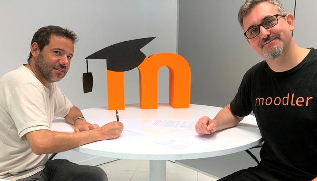 Lluís Vicent, director del bàtxelor, i Martin Dougiamas, fundador de Moodle.