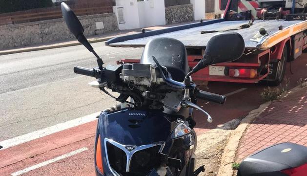 Un hombre de 24 años y una mujer, de 22, han sido trasladados con heridas graves al hospital Mateu Orfila, tras un accidente en Cala Blanes (Ciutadella).