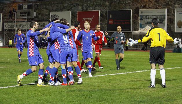 Celebració d'un gol de Croàcia, amb Rakitic a la dreta.