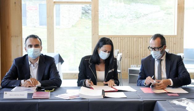 El ministre Víctor Filloy i la cònsol de la Massana signen el protocol avui en la reunió a Pal