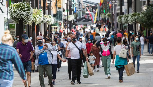 Els visitants van omplir divendres passat les zones comercials