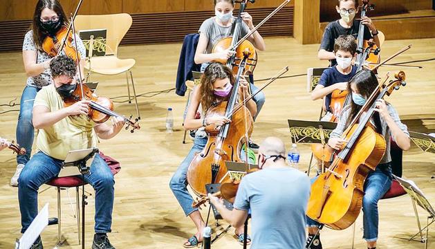 Assajos de la Jonca per al concert de Meritxell amb el violinista Jordi Coll.