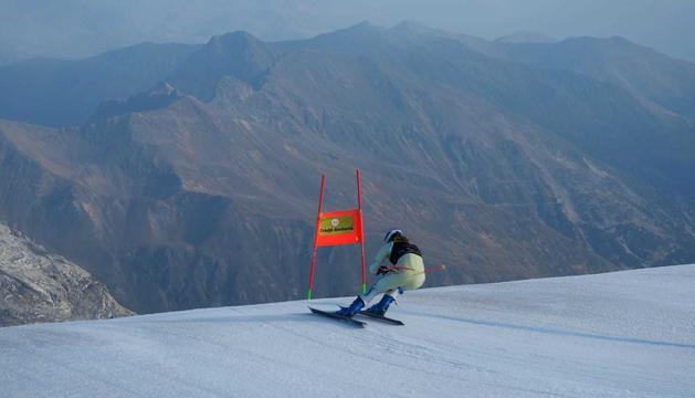 Fins a sis esquiadors estan realitzant l'estada a Itàlia.