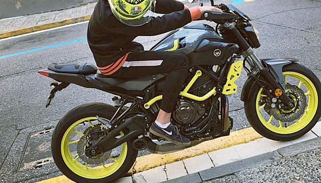 El denunciant amb la seva motocicleta.