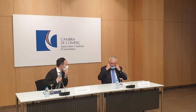 El cap de Govern i el president de la Cambra de Comerç durant la presentació de l'informa aquest matí