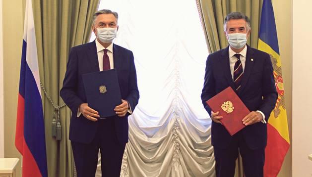Vicenç Mateu i Yuri Korchagin, en la trobada d'avui a l'ambaixada de Rússia a Madrid.