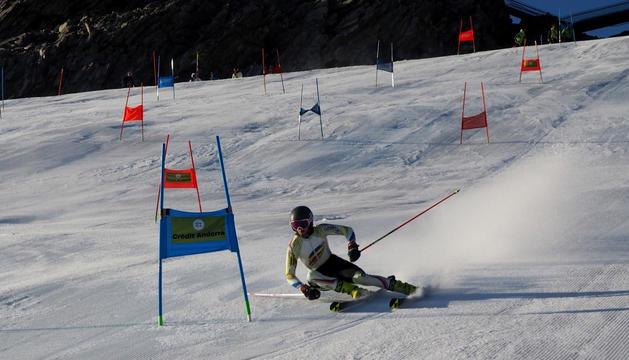 Ty Acosta, un dels esquiadors de l'EEBE a Val Senales.