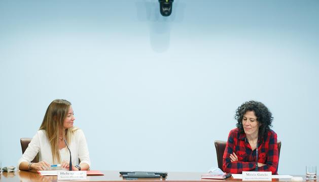 La Secretària d'Estat de Salut, Helena Mas, i la metgessa Mireia Garcia durant la roda de premsa d'aquesta tarda