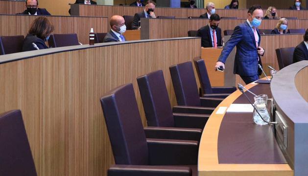 El cap de Govern durant la sessió al Consell General