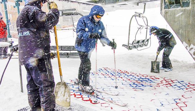 Treballadors de les pistes d'esquí a Grandvalira.