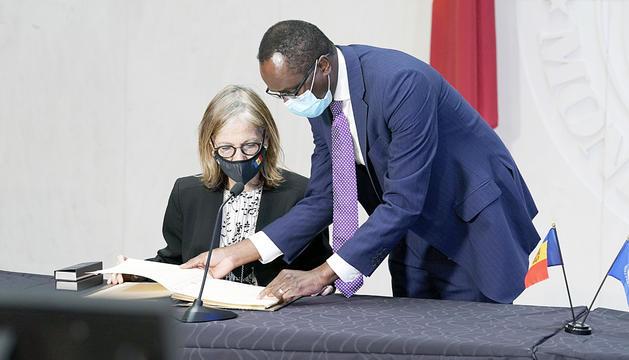 Signatura del conveni amb l'FMI.