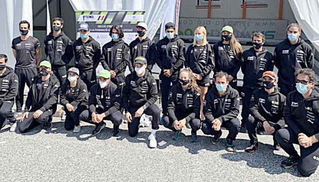 Part dels membres de l'equip d'esquí alpí el dia de la presentació de la temporada, a Ordino.