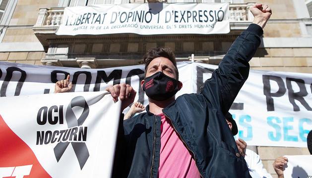 Un participant en la protesta del sector hoteler.