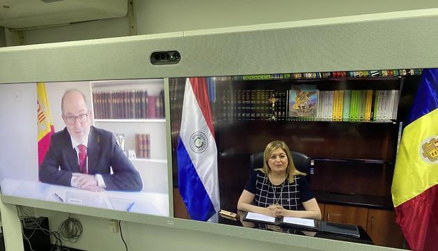 Els fiscals de Paraguai i Andorra durant l'acte de signatura del conveni