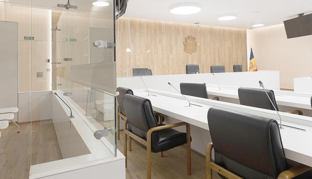 Una sala de vistes de la seu de la Justícia.