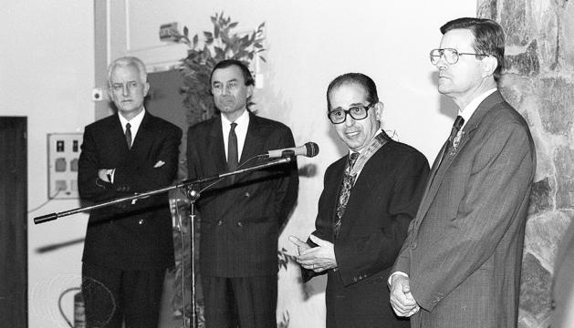 Acte del lliurament de les insígnies a Rossell i Blazy al Lycée l'any 1992.