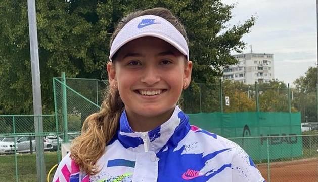 Vicky Jiménez amb el trofeu de guanyadora del torneig de Plovdiv